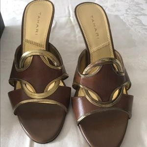 New Tahari Slip On in a box. Brown/Gold Size 7M.